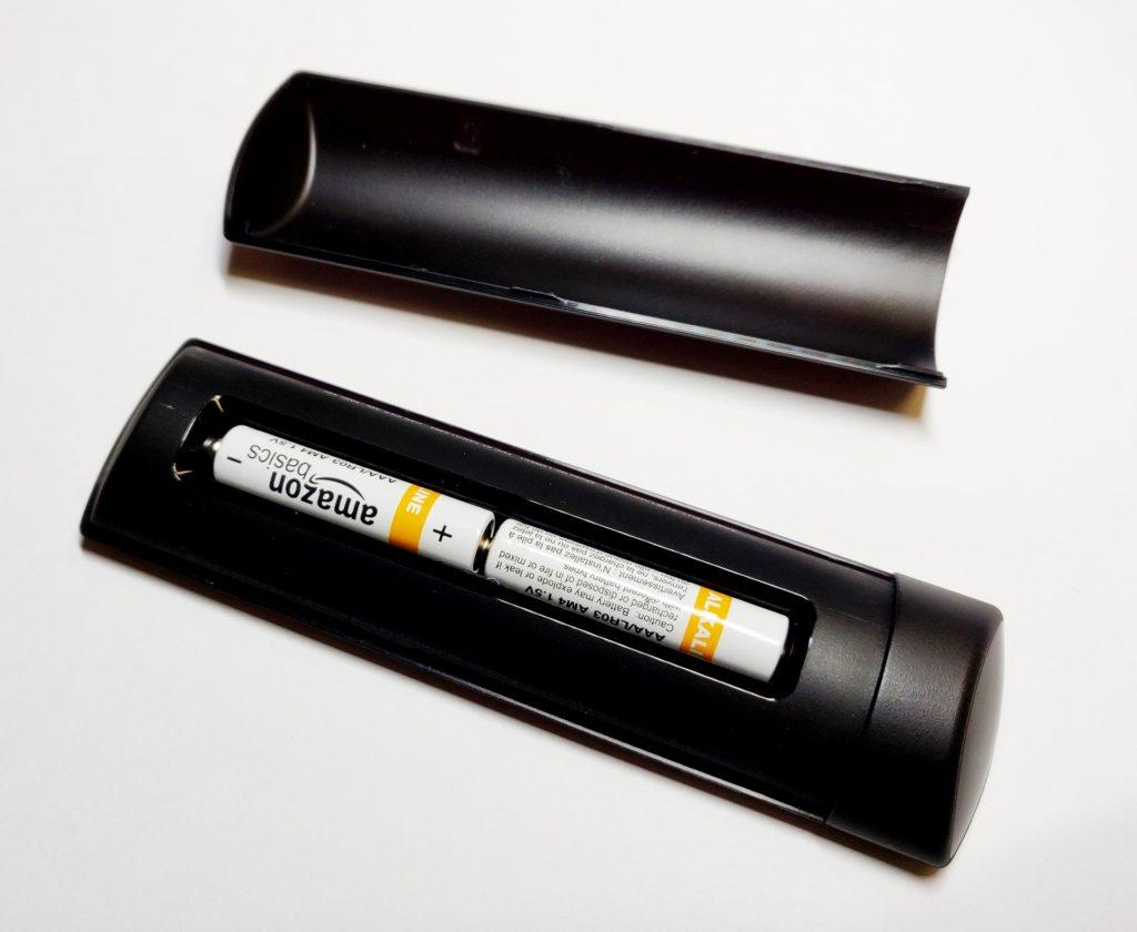 So wechselt man die beiden AAA Batterien der neuen Alexa Sprachfernbedienung