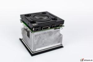 Hardware auseinandergebaut - geöffneter Fire TV Cube 2 zeigt seinen Lautsprecher